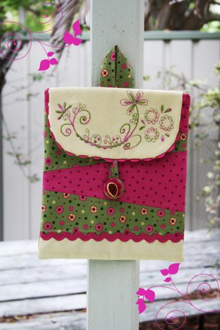 I-stitch pouch pink and green