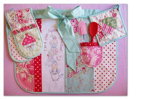 NR40 Cupcake Cuties. Apron, Oven mitt & trivett