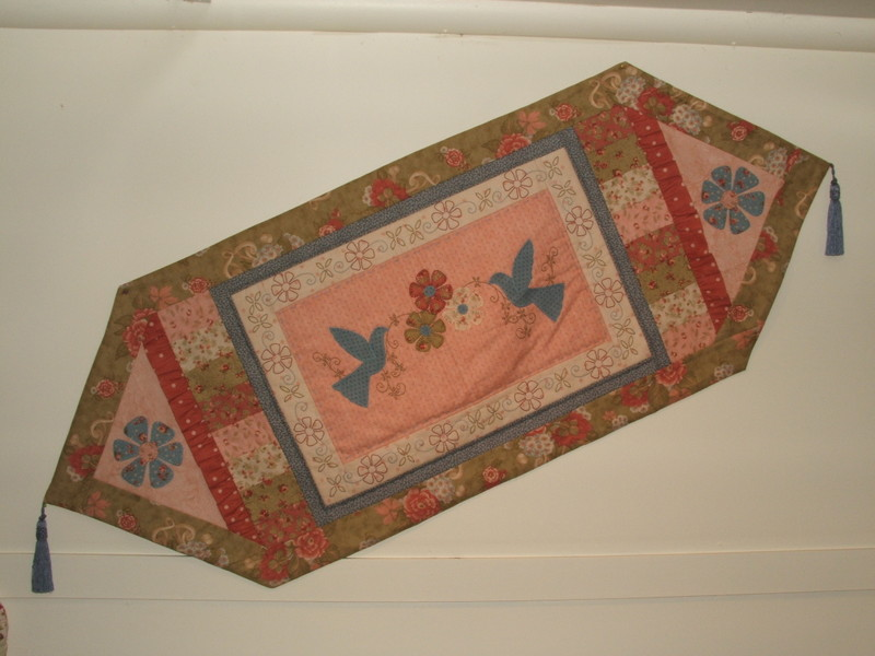 Flowers_in_flight_tablerunner_3